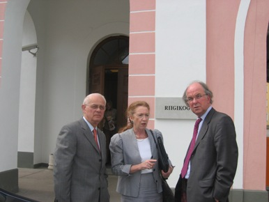 M. D. BADRE, l'Ambassadrice de France Chantal de BOURMONT et M. A. BOYER. - JPEG